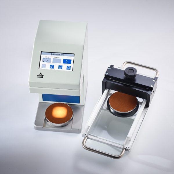 Calcule a precisão e o grau de torra de seus grãos por meio da medição de cor com o colorímetro da Probat Leogap.