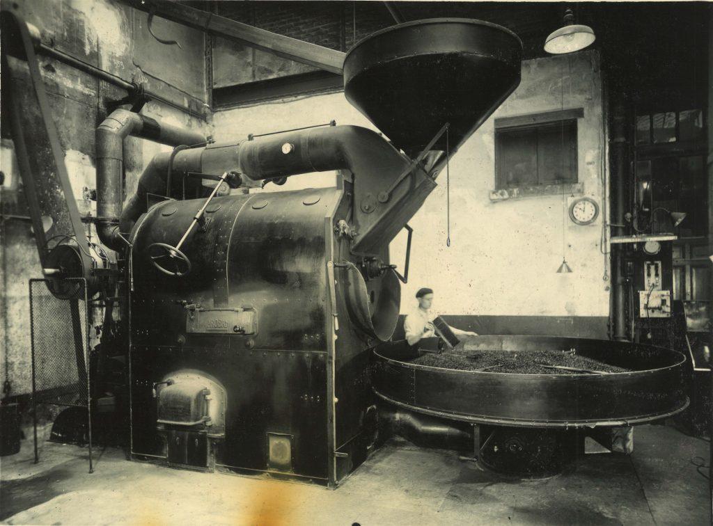 Esse gigante vintage é um dos torradores mais antigos do nosso acervo fotográfico - registro de 1936.